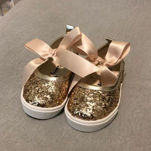 Other - Infant gold glitter shoes